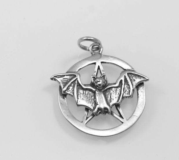 Pentagram s netopýrem. Stříbrný přívěsek Amulet temnoty-priv33b-