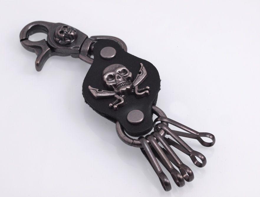 Kožená klíčenka Pirátská lebka
