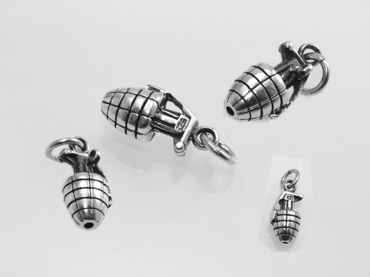 Stříbrný přívěsek, útočný granát, replika