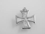 2. Stříbrný přívěsek Válečný kříž