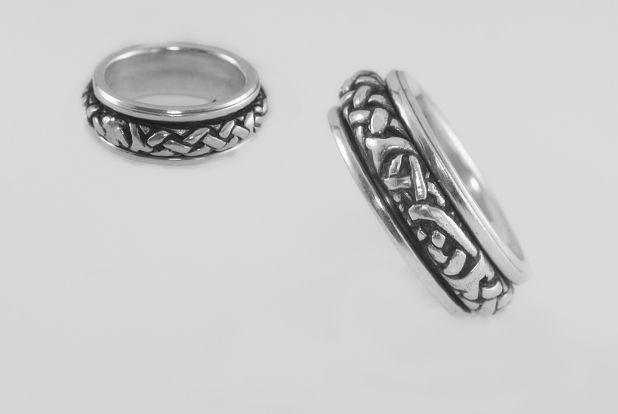 Stříbrný prsten Keltské uzly