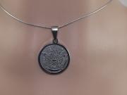 2. Přívěsek Tetragrammaton