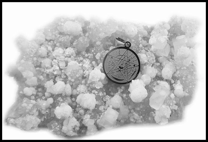 3. Přívěsek z chirugické oceli Tetragrammaton