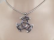 3.Přívěsek z chirugické oceli Keltská Triáda