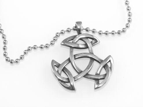 1. Přívěsek z chirugické oceli Keltská Triáda
