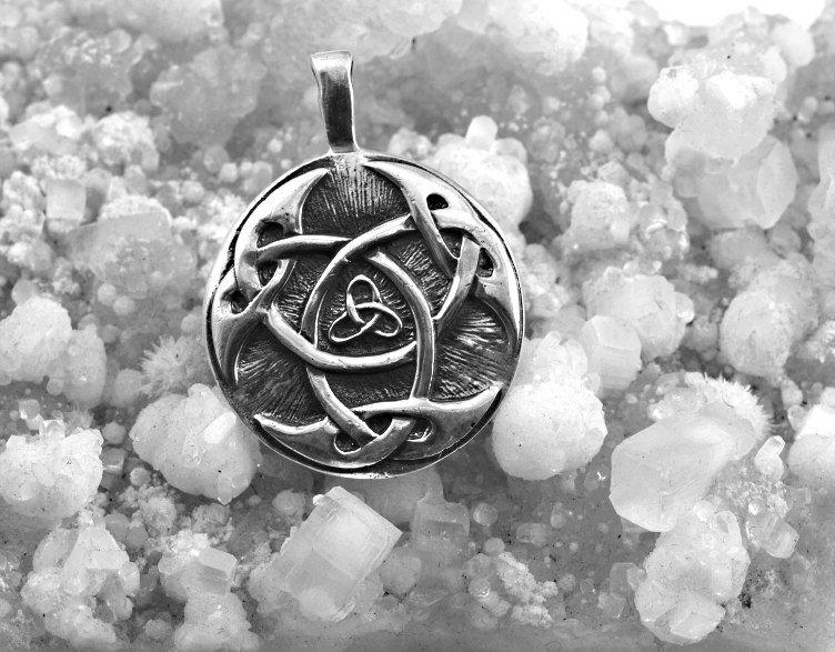 Stříbrný amulet Lughuv uzel.  070161035