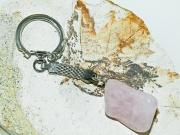 2.Klíčenka s přírodním polodrahokamem Růženínem