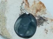 2. Přívěsek z přírodního kamene Hematit