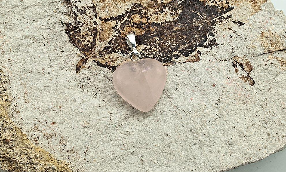 Přívěsek z drahého kamene Růženín