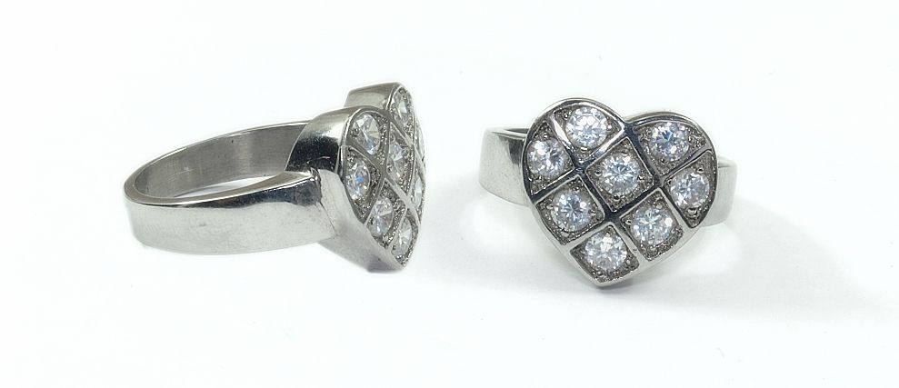 Prsten z chirurgické oceli srdíčko 3