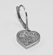 Detail šperku náušnice Srdíčko