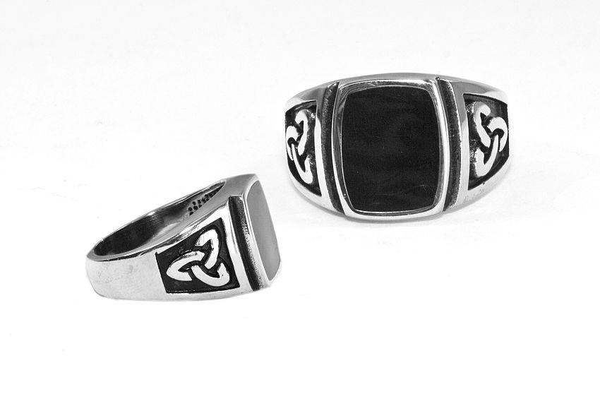 Prsten z chirurgické oceli Triquerta