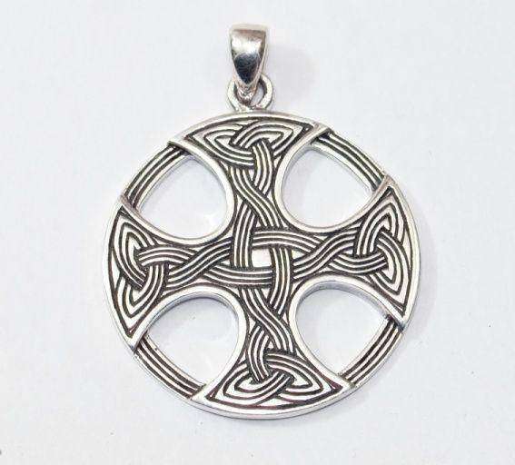 1. Stříbrný přívěsek Keltský kříž III