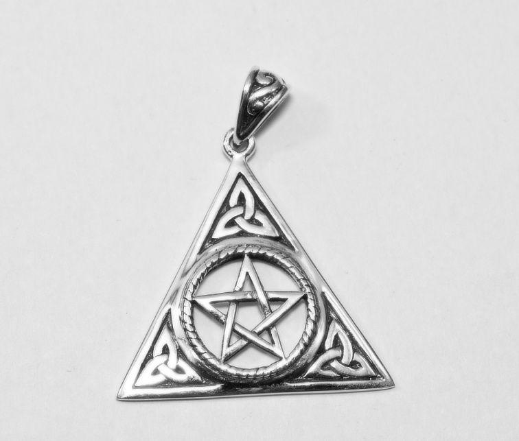 1. Stříbrný přívěsel Pentagram s Triquertou
