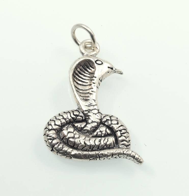 Stříbrný přívěsek Kobra