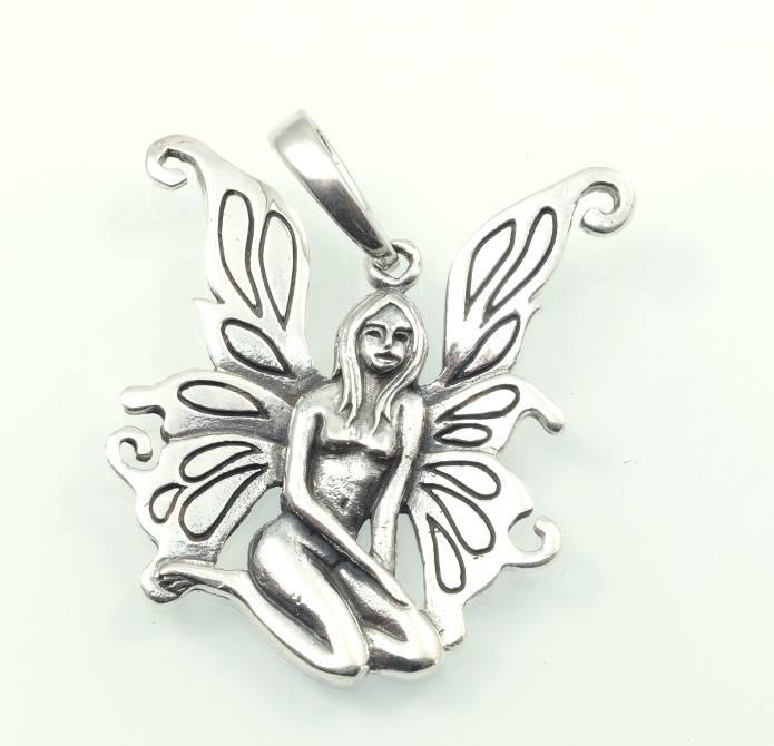 Stříbrný přívěsek Žena s křídly