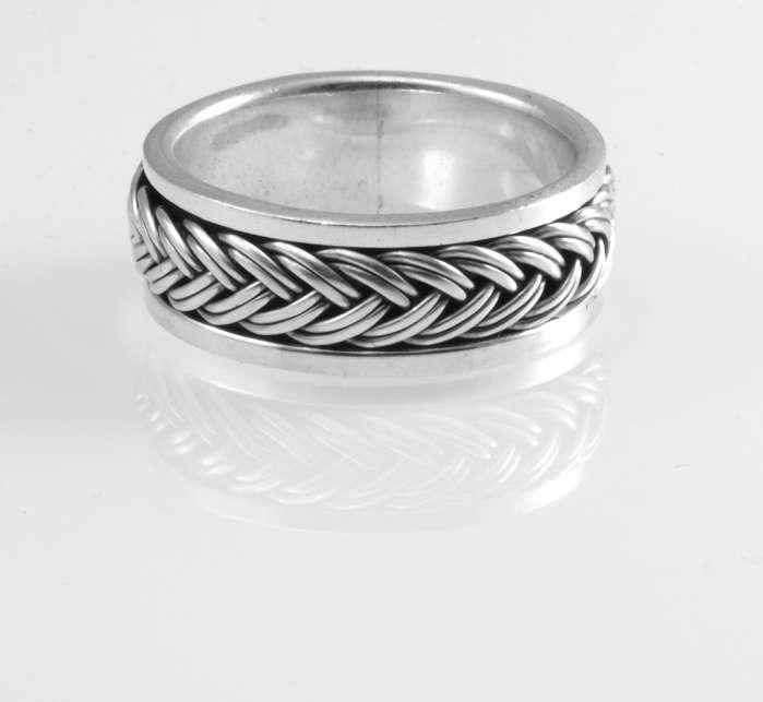 Stříbrný prsten Pletenec