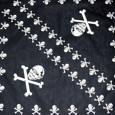 Motorkářský bavlněný šátek. Čtvercový tvar s motivem Lebek