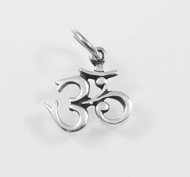 Stříbrný přívěsek znak O´m.