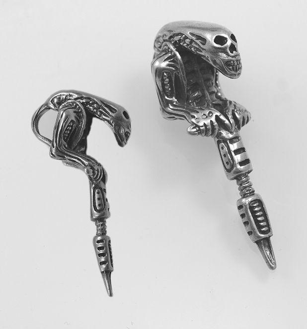 Stříbrný přívěsek Predátor