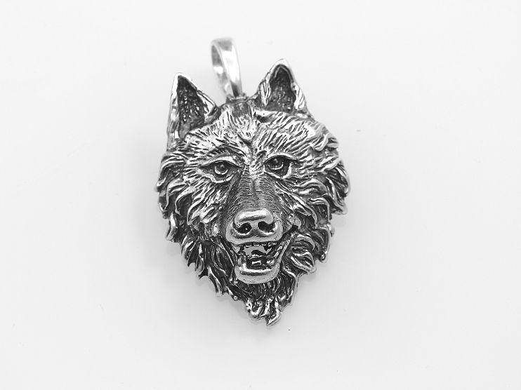 Velice žádaný, sříbrný přívěsek. Vlčí hlava,kult vlka