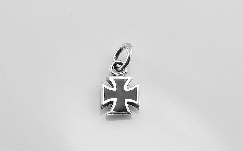 Stříbrný přívěsek Maltézský kříž M7