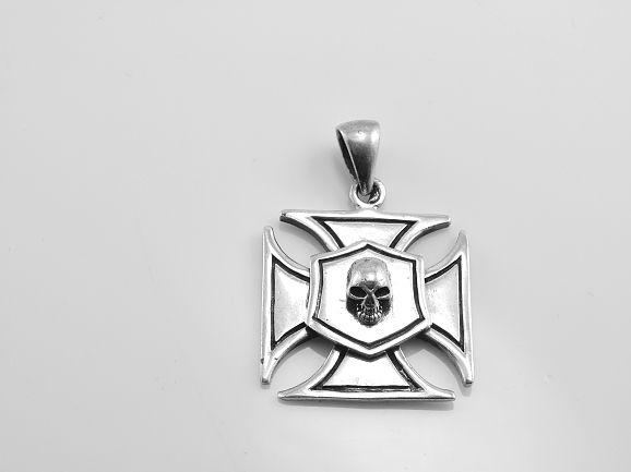 Stříbrný přívěsek Maltézský kříž M12
