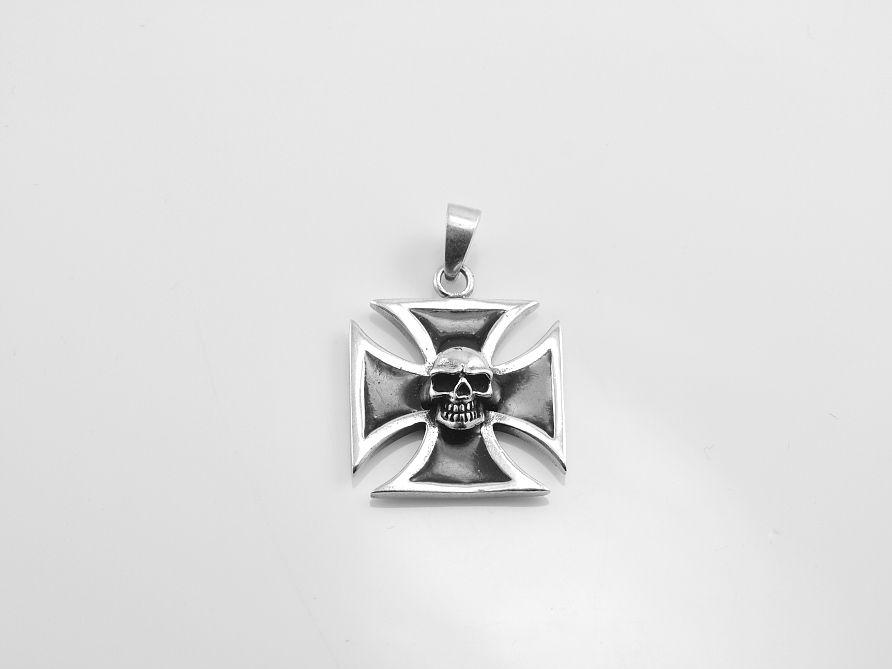 Stříbrný přívěsek Maltézský kříž M13