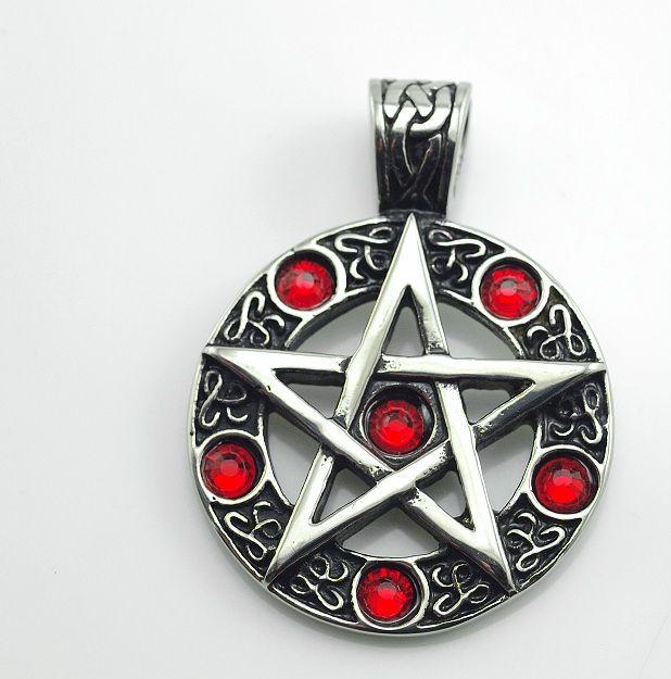 Ocelový přívěsek Pentagram s rudými kameny.