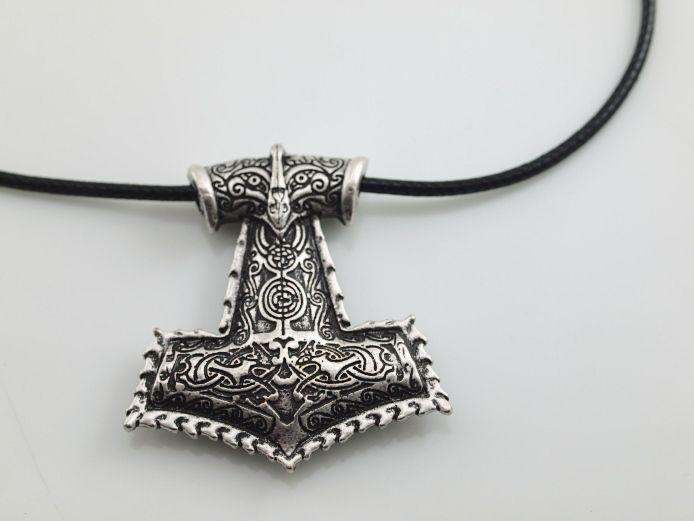 1. Ocelový přívěsek Thorovo kladivo VIII.