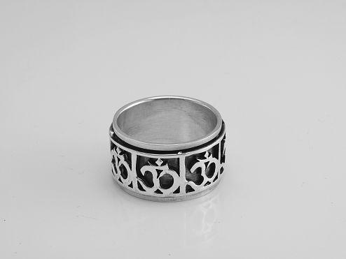 Stříbrný prsten  Óm.