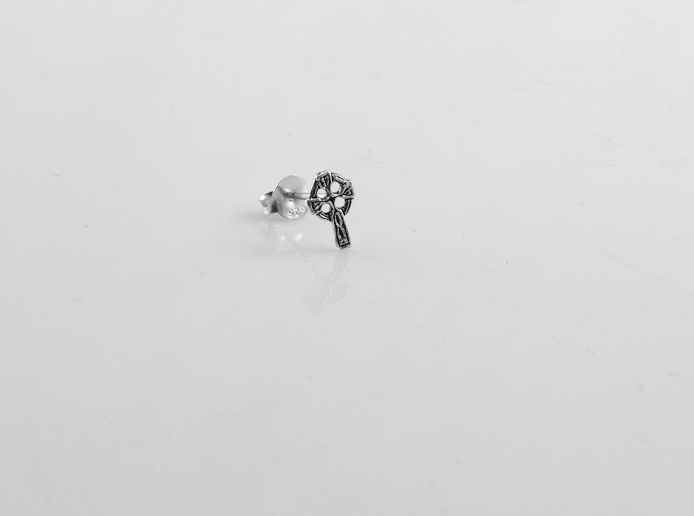1.Stříbrná náušnice Keltský kříž